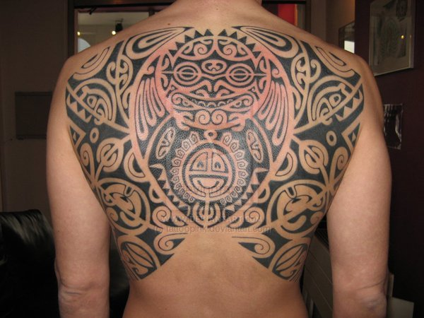 Tatuagens masculinas fotos e dicas de como escolher a sua em geral esse tipo de tatuagem bem grande e costuma tomar boa parte da rea do corpo escolhida para o desenho elas so feitas sempre na cor preta e com altavistaventures Image collections