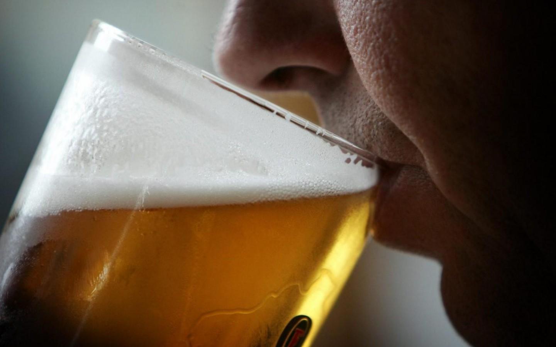 homem-tomando-cerveja