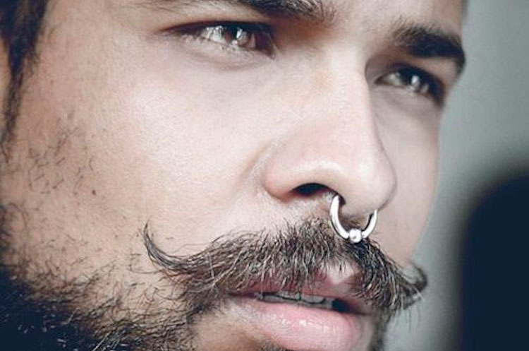 Piercing masculino