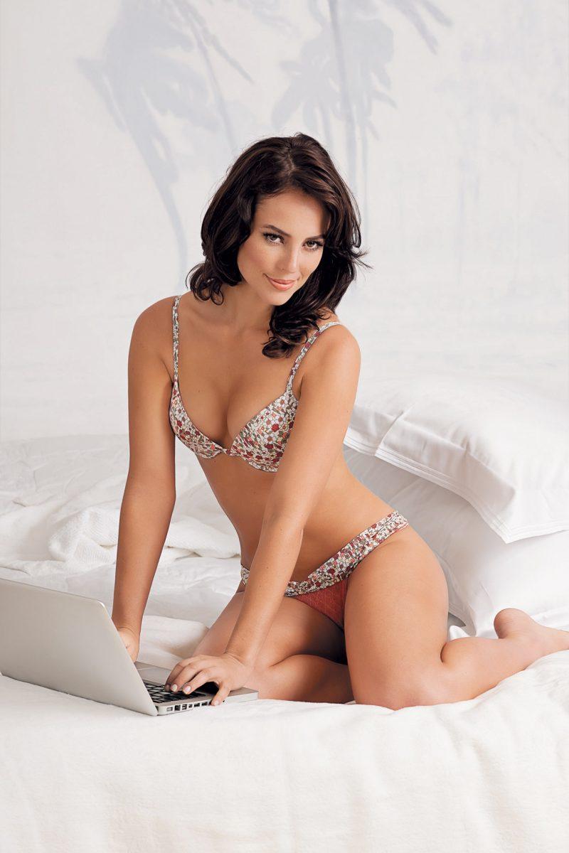 Paolla Oliveira de lingerie